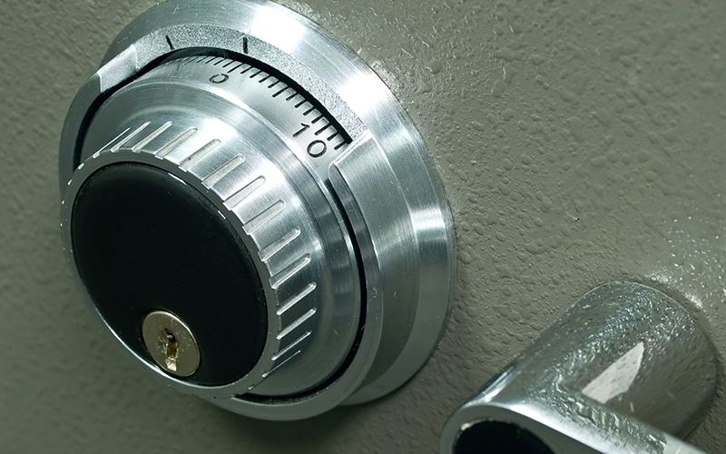 We provide a complete commercial locksmith service.